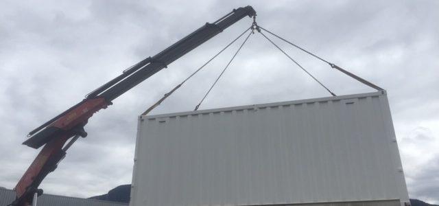Livraison avec camion grue d'un container à Annemasse